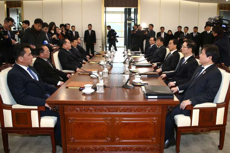 南北韓代表9日在板門店的和平之家進行會談。(美聯社)