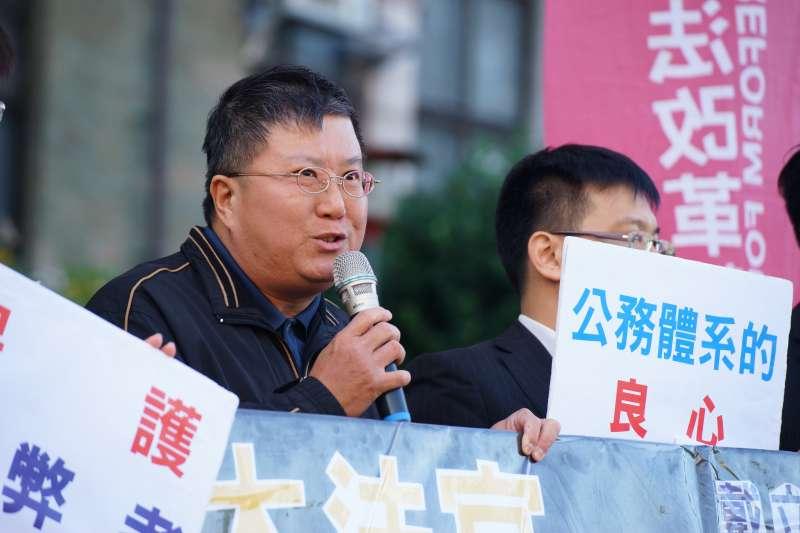 20180110-戴立紳揭弊免職案聲請釋憲,本人親自出席記者會。(盧逸峰攝)