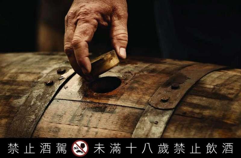 SPEY將原本陳釀皇室精選威士忌的橡木桶,經過匠心巧手改造為Octave歐提夫橡木桶,自己儲酒,自己熟成,輕鬆陳釀出專屬風格、濃醇馥郁的瓊漿玉液。(圖/哈維特)