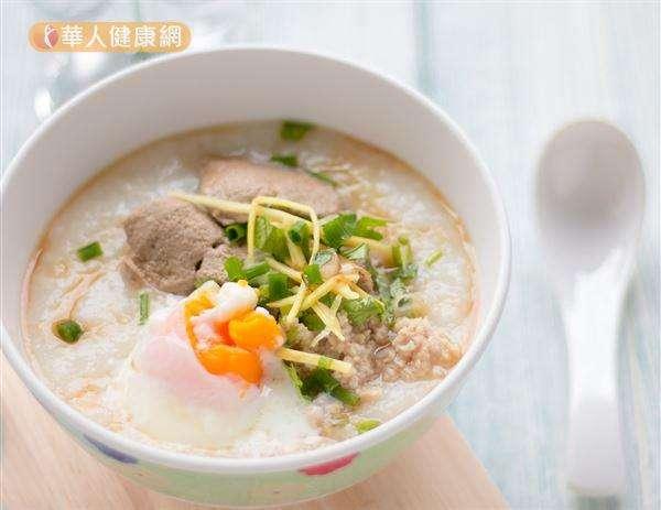 冬天控制食慾的第一步驟就是先吃頓豐盛又有飽足感的早餐。(圖/華人健康網提供)
