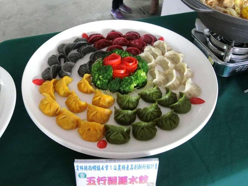 以高麗菜為內餡做成的「五行水餃」兼具健康概念及年節喜氣。(圖/王秀禾攝)