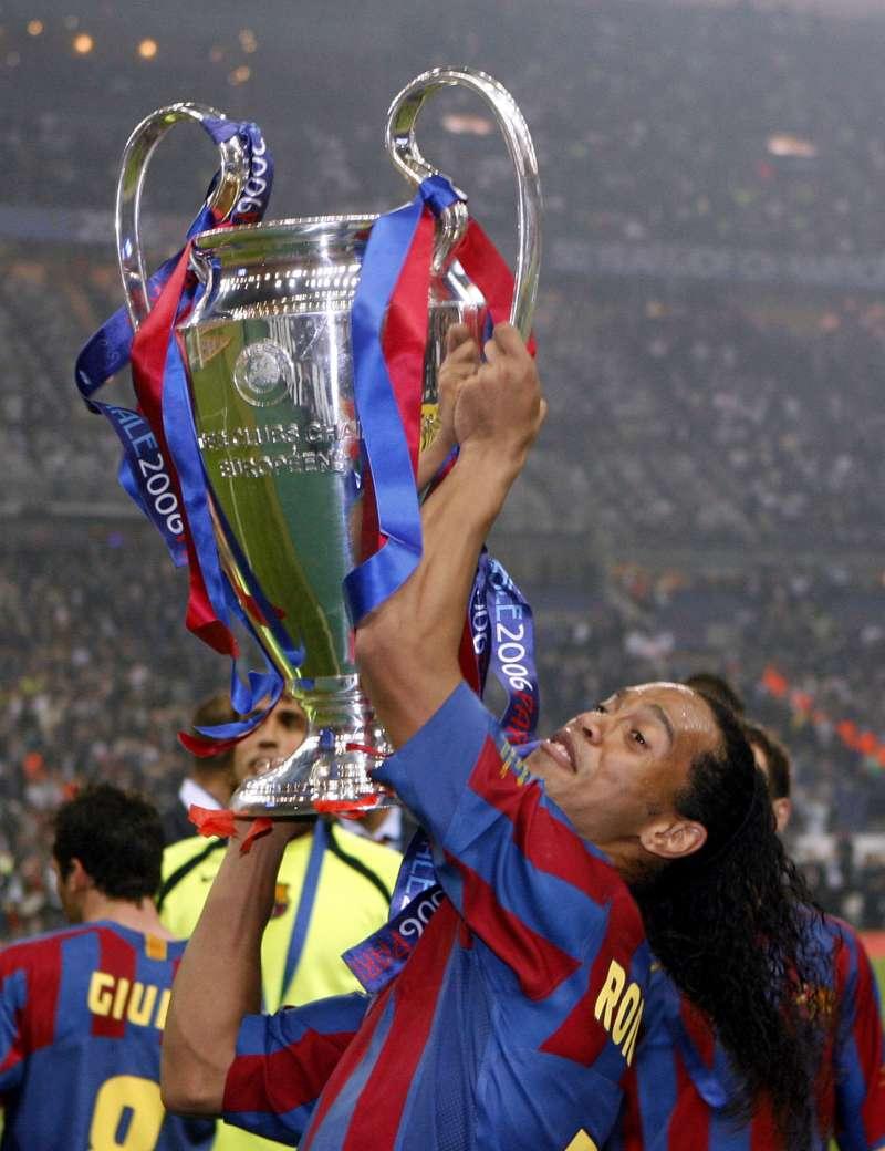 2006年小羅納度幫巴塞隆納足球隊贏得歐冠盃冠軍。(美聯社)