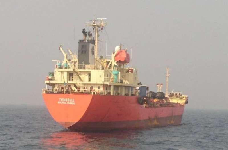 比利恩油品集團所屬二艘油輪「比利恩18號」、「比利恩88號」涉嫌駁油北韓,19日二船於台灣海域航行,海巡署依法監控與登檢。(海巡署提供)