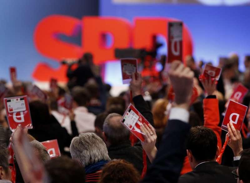 德國社民黨21日召開特別黨代會,表決是否支持組閣談判(AP)