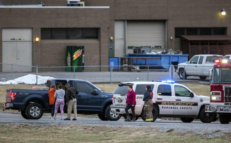 美國肯塔基州一所中學爆出槍擊案,造成2死17傷,兇手為15歲學生。(美聯社)