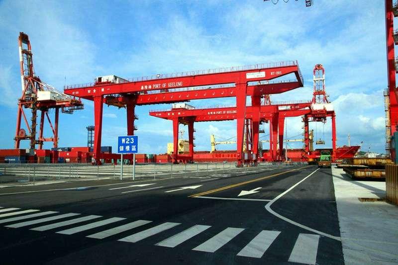 基隆港西二十二、二十三貨櫃碼頭整建工程,積極進行中。(圖/基隆港務分公司提供)