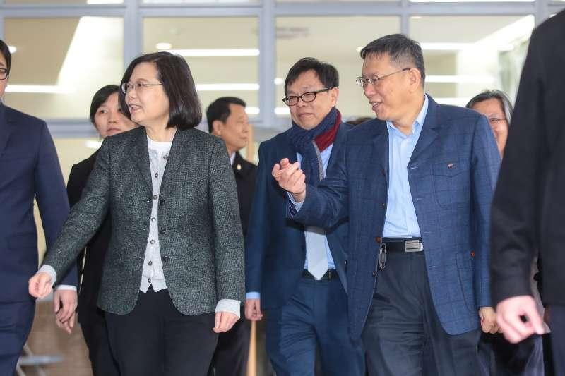 20180126-總統蔡英文、台北市長柯文哲26日一同視察「台北市健康公宅」。(顏麟宇攝)