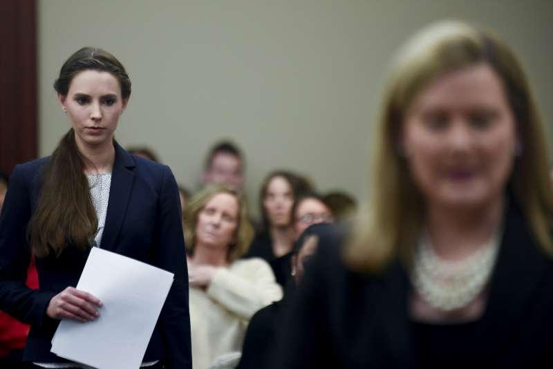 1月24日,丹赫蘭德出庭述說遭到納薩爾猥褻的傷痛(AP)