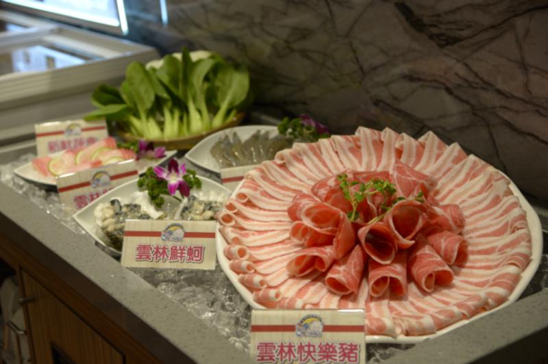 快樂豬與鮮蚵等雲林在地優質農漁畜產品(圖/雲林縣政府提供)
