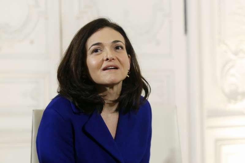 臉書營運長桑德柏格宣布,臉書主頁將設置新的隱私設定中心。(美聯社)