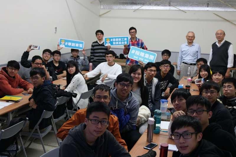 華創專業工程師前進校園分享交流台灣車輛交通的共同議題(圖/裕隆集團提供)