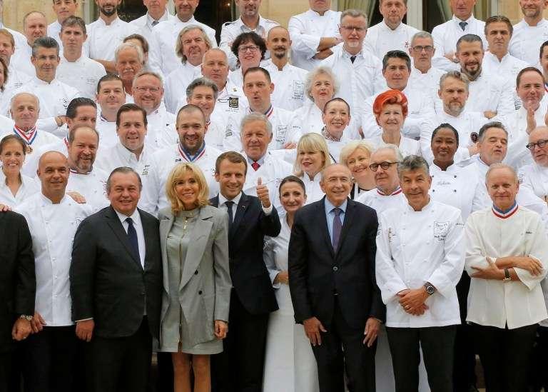 馬克宏夫婦在2017年9月27日邀請了180位主廚來到艾麗榭宮參加午宴(圖/AFP,作者提供 )