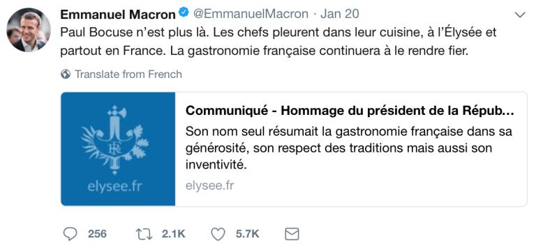 馬克宏總統在推特的發文:「保羅.包庫斯已離開人世。艾麗榭宮以及全法國的廚師們都在廚房裡流下了眼淚。法國美食會繼續進步讓他引以為傲。」(圖/截自twitter)