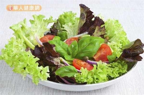 多吃綠色蔬菜,可讓血管與血液充滿活力,預防動脈硬化。