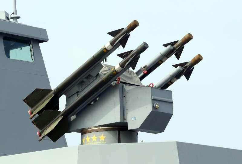 20180131-107年國軍春節加強戰備,圖為海軍康定級武昌軍艦裝載的海欉樹飛彈。(蘇仲泓攝)