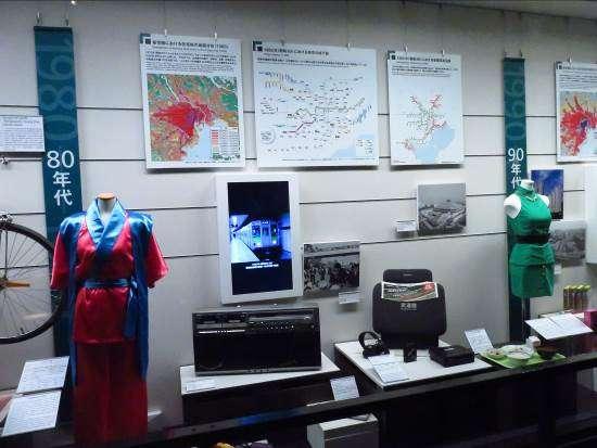 藍色標題代表是現代東京的內容,搭配主展板與文物等。攝影:路向南