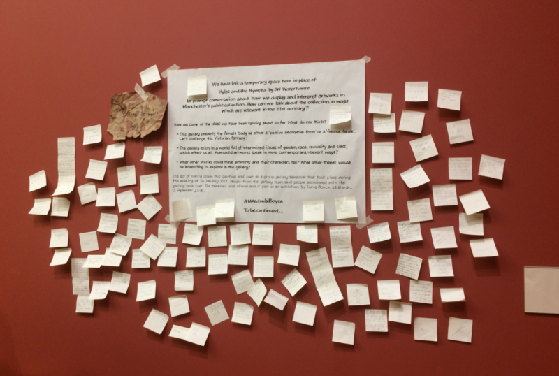 《海拉斯與水仙》被撤下後,館方鼓勵遊客把想法寫在便利貼上(@MAGcurators/Twitter)