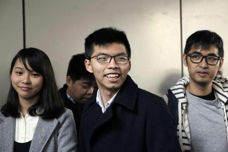 香港新世代政治領袖(左起)周庭、黃之鋒、周永康(AP)