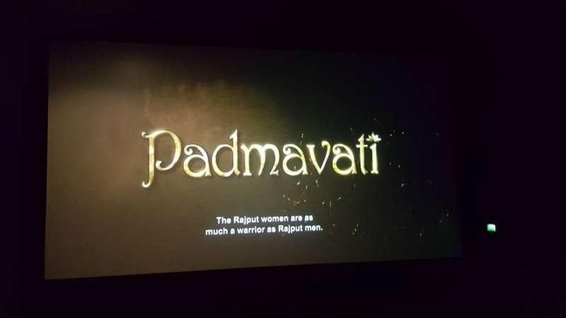 20180206-作者在倫敦電影院時,《帕德瑪瓦特》預告原名為《Padmavati》。(作者拍攝提供)