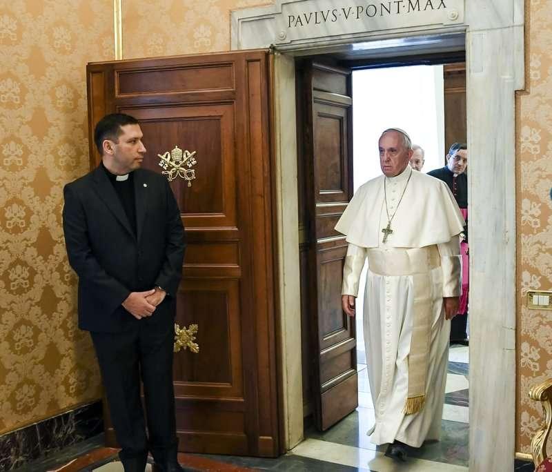 教宗之前說自己沒有接觸過受害者,又說沒有證據證明智利主教巴洛斯包庇下屬性侵,如今可能是謊言。(美聯社)