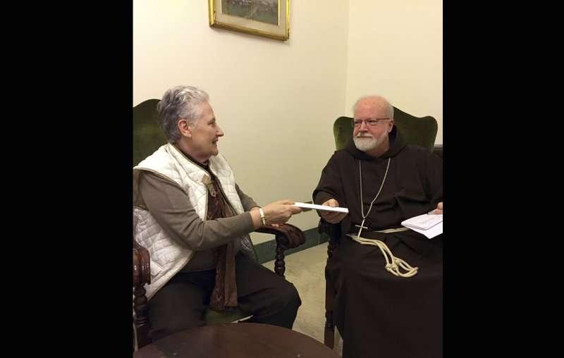 美聯社2015年照片顯示,該封陳情信確實已交給教廷,教宗有沒有收到則不確定。(美聯社)