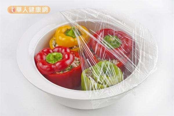 食物在未處理之前,無論是否使用保鮮膜包覆,營養流失的速度都差不多。(圖/華人健康網)