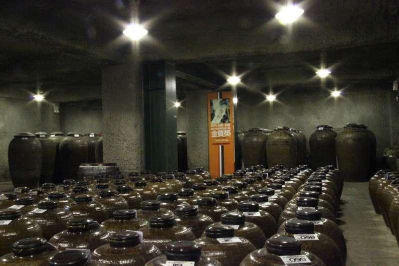 信義鄉農會梅子夢工廠酒莊用青梅釀造的「狂野50」榮獲2017比利時布魯塞爾烈酒競賽金牌獎。(圖/行政院農委會提供)