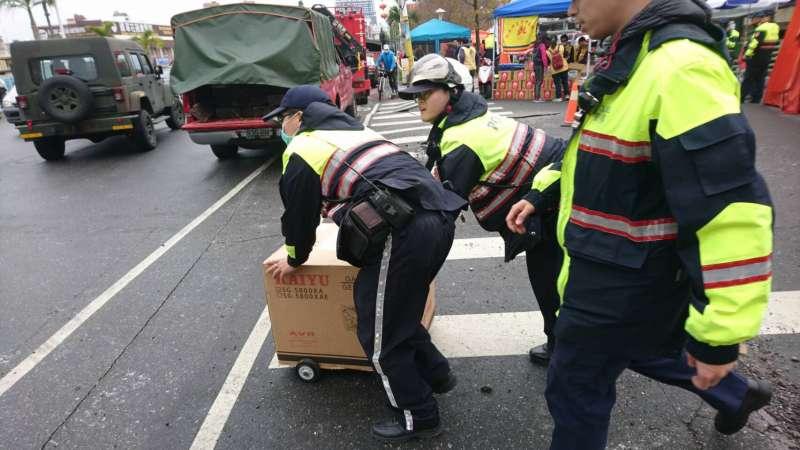 20180207-花蓮6日深夜發生規模6.0強震,警力分組行動,提高救災效率(1)。(警政署提供)