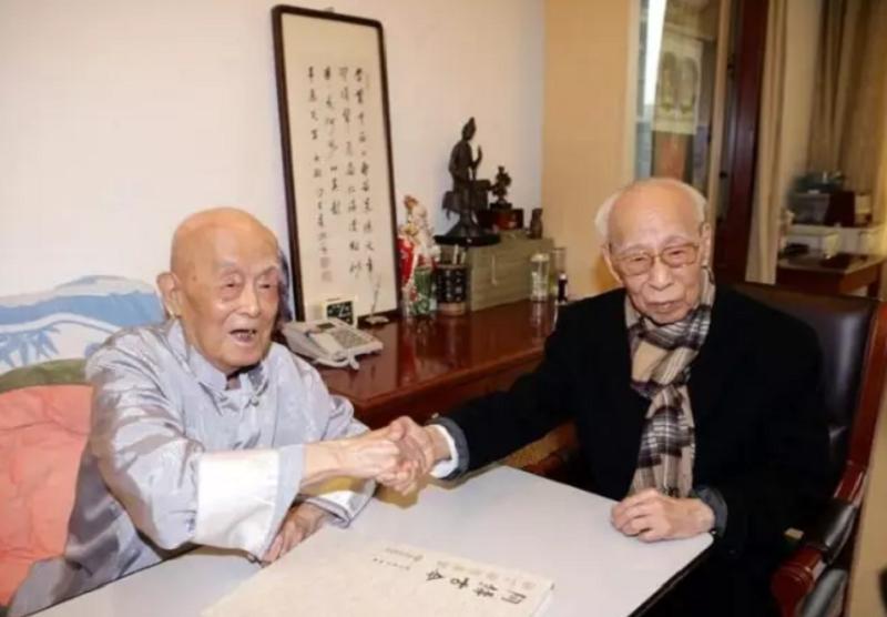 季羨林(左)與饒宗頤(右)。(國粹讀書)
