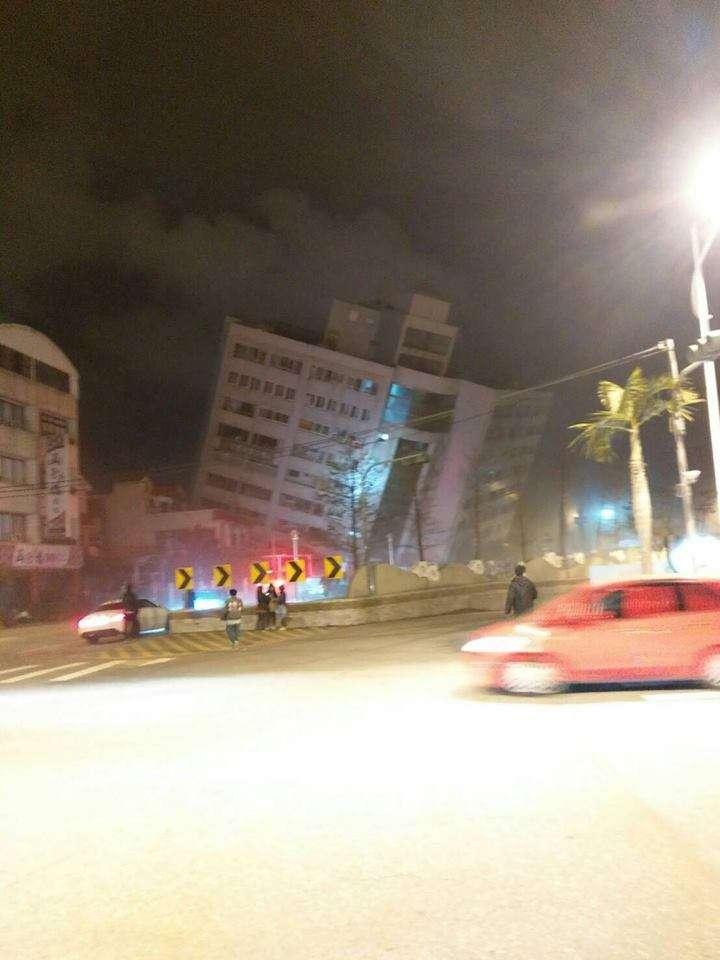 花蓮有大樓傳出因地震倒蹋。(取自花蓮同鄉會臉書)