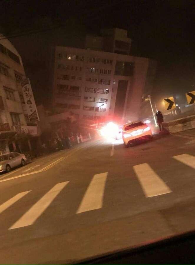 花蓮市商校街阿官火鍋傳出因地震倒蹋。(網友提供)