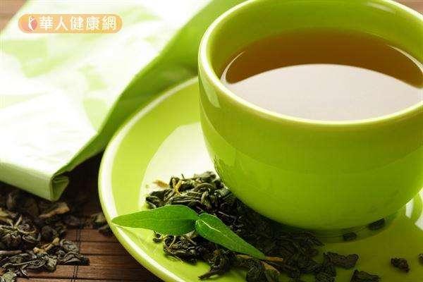 綠茶含有兒茶素與咖啡因,能促使脂肪分解,也能提升身體代謝速率。(圖/華人健康網)