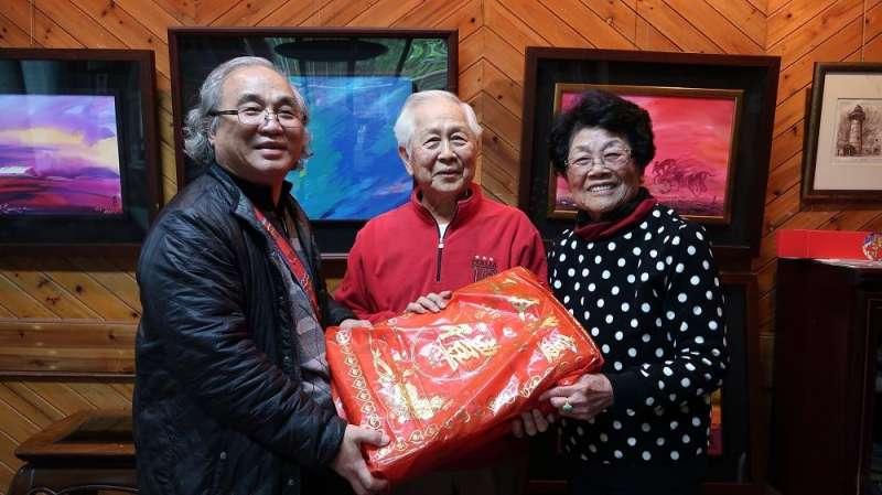 屏東縣政府拜訪十位資深藝術家,圖為1937出生的陳國展。(圖/屏東縣政府提供)