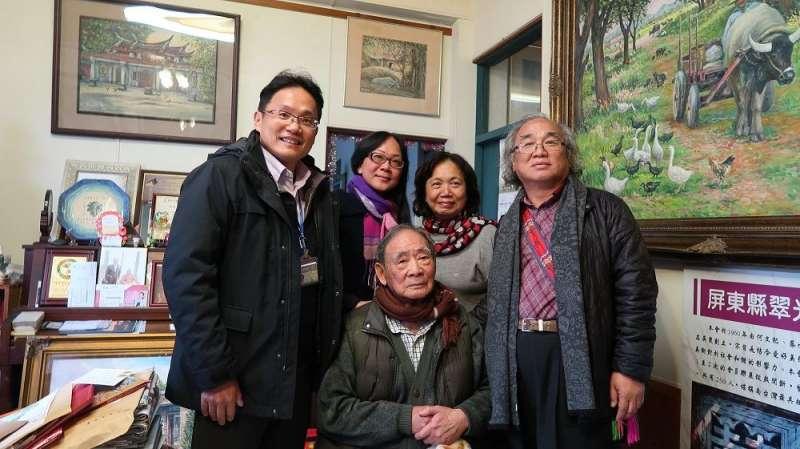 屏東縣政府拜訪十位資深藝術家,1931出生的何文杞。(圖/屏東縣政府提供)