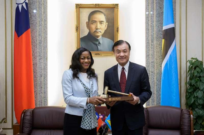 思宇專題-立法院長蘇嘉全(右)接見聖露西亞眾議院議長施朵瓊。(立法院提供)
