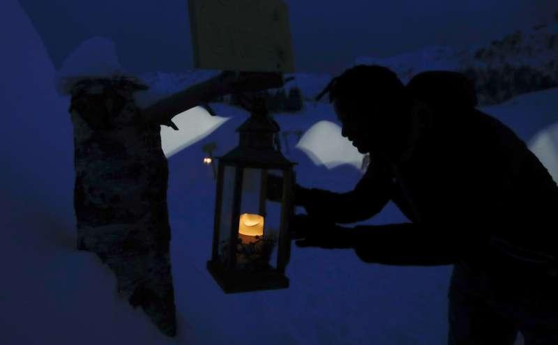 來自熱帶的非洲移民在聖西蒙內習得蓋冰屋的技術。(美聯社)