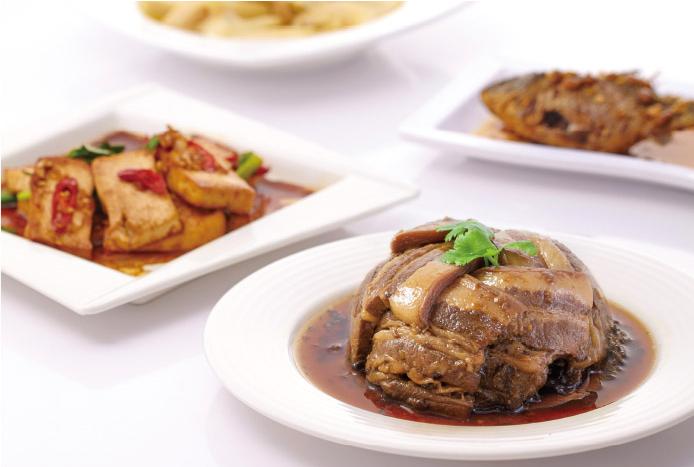 以客家元素結合在地食材料理的臻好食客棧。