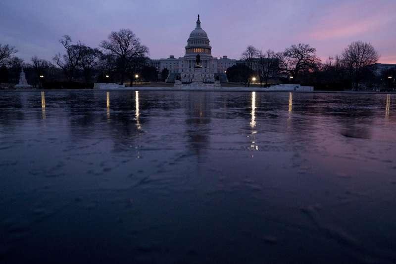 川普政府提出2019財政年度新預算,恐讓美國聯邦政府赤字增加1兆美元。(美聯社)