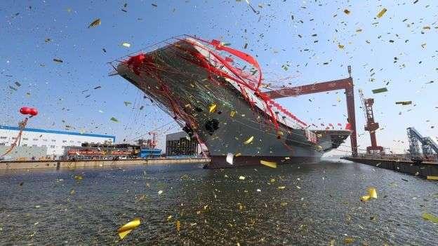 中國慶祝第一艘國產航母下水。(BBC中文網)