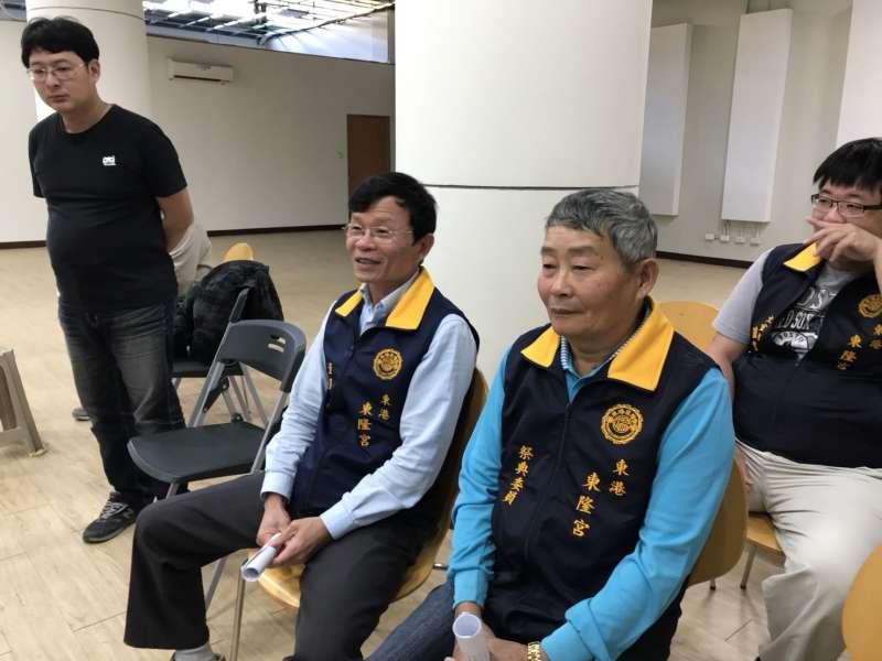 20180221-王船技術保存者蔡文化(右)、蔡財安(左)。(屏東縣政府提供)