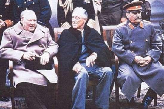 雅爾達會議上的美英蘇三國首腦。(圖/澎湃新聞提供)