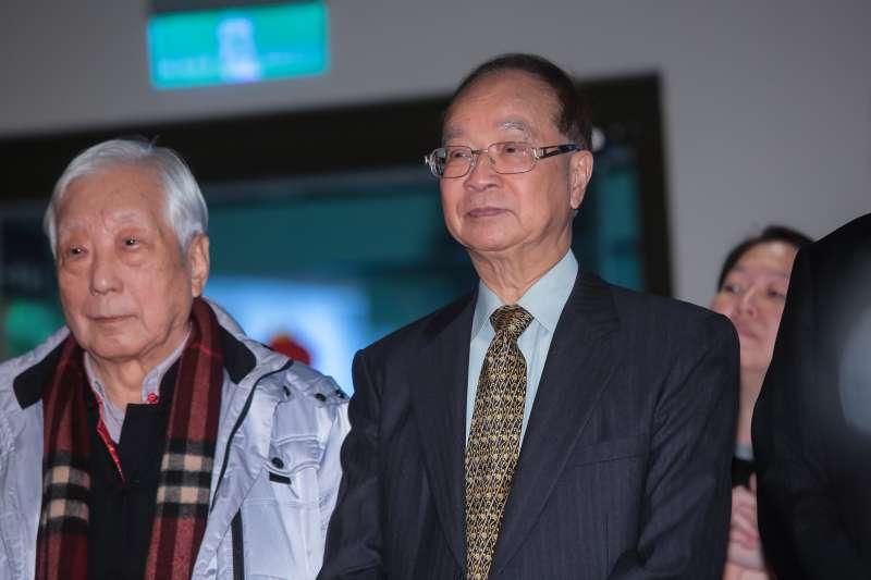 20180222-前台大校長楊孫震(左)、陳維昭(右)22日出席台大春節團拜。(顏麟宇攝)