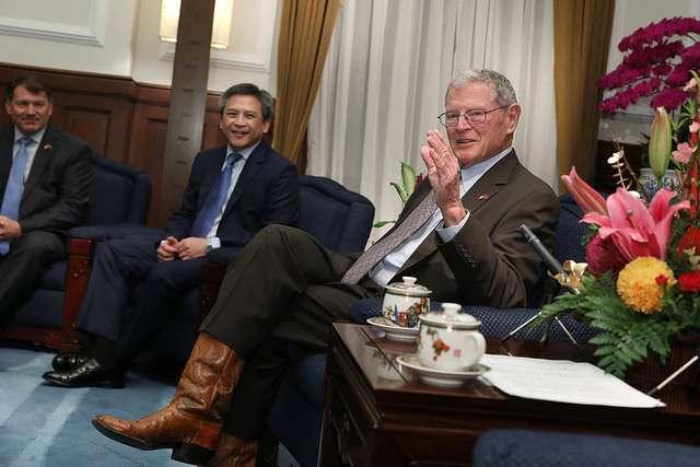 總統接見美國參議院「臺灣連線」共同主席殷霍夫及參眾議員訪問團,共同主席殷霍夫先生致詞。(中華民國總統府官網)