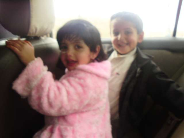 當年前往機場接機的哈利德和蕾拉,如今都已是青少年,如花少女蕾拉已經是個待嫁姑娘,以當地民俗,不能再接受外界拍照了。(作者提供)