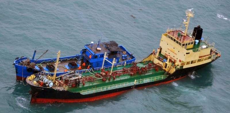 北韓利用海上「船對船」方式,出口煤炭換取煉油產品。(美聯社)