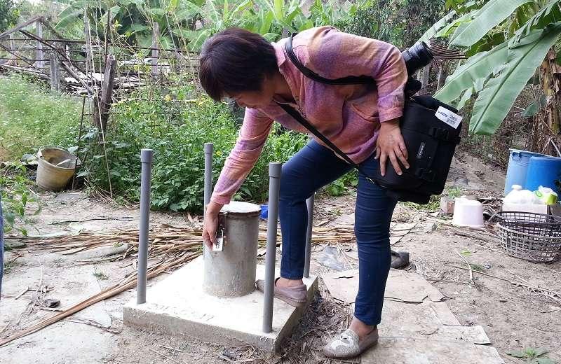 周四即將在高雄市環評會闖關的「馬頭山掩埋場」案,當地居民自費鑿井,發現有斷層及地下水。(朱淑娟攝)