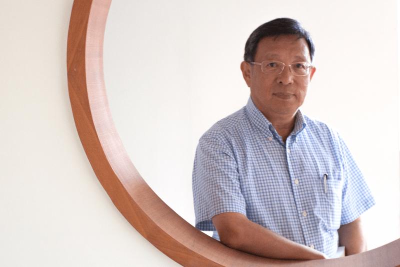 台灣考古權威臧振華院士,曾經主導國內指標性的考古計畫:南科遺址的挖掘。而從 2006 年開始,更把考古的觸角伸向大海,成為台灣水下文資保存的重要先驅。(圖/張語辰,研之有物提供)