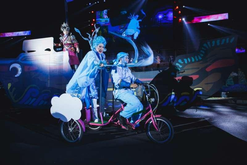 劇中時空背景二分為仙界與人界,將帶給觀眾最炫爛華麗、融合現代科技舞台的經典大戲。(圖/高雄文化局提供)