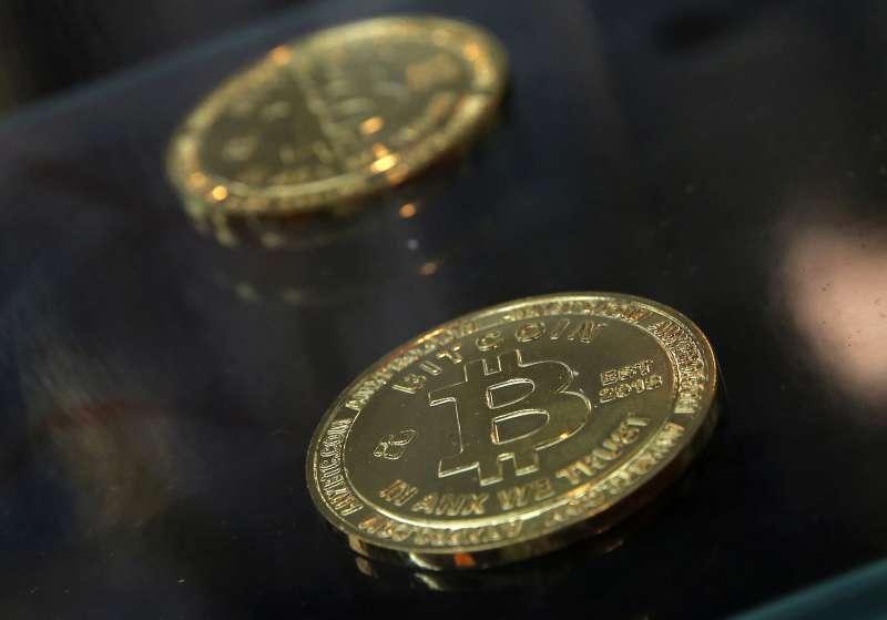 比特幣是全球市值最高的虛擬貨幣,也帶動挖礦產業的商機。(AP)
