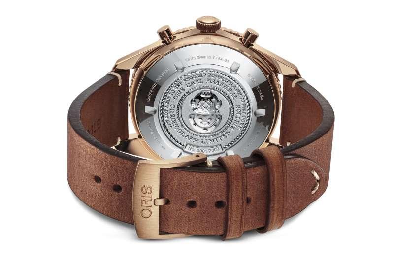 Oris Carl Brashear 限量計時碼錶,錶背特殊鐫刻(圖/Oris提供)